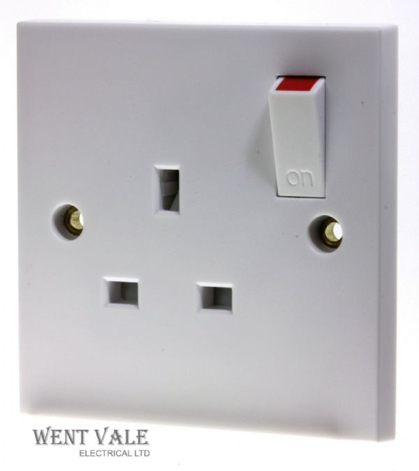 Newlec White Moulded - NL8300/1 - 13a 1 Gang Switched Socket Outlet New